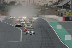 Start: #26 Attempto Racing Porsche 997 GT3R: Ivo Breukers, Kevin Estre, Nicki Thiim, Angel Rafael Be