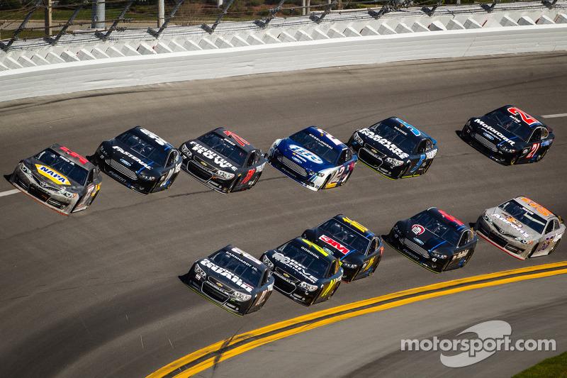Dale Earnhardt Jr., Hendrick Motorsports Chevrolet and Martin Truex Jr., Michael Waltrip Racing Toyo
