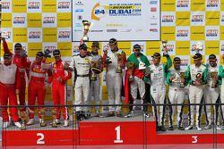 Podium: racewinnaars Khaled Al Qubaisi, Bernd Schneider, Jeroen Bleekemolen, Sean Edwards, 2e plaats