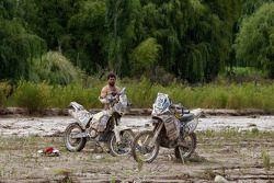 #139 Yamaha: Sergio Petrone zit vast in de modder