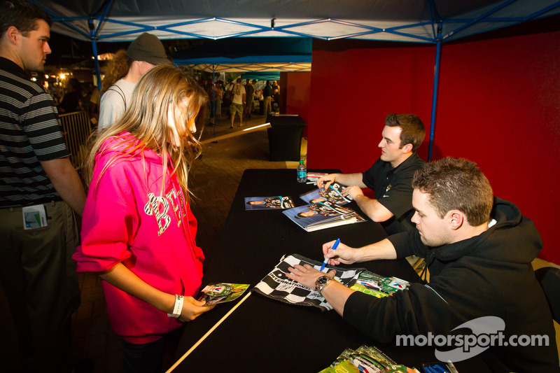 Austin Dillon, Richard Childress Racing Chevrolet en Ricky Stenhouse Jr., Roush Fenway Racing Ford