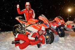 Andrea Dovizioso et Nicky Hayden, Ducati Marlboro Team dévoilent leurs motos