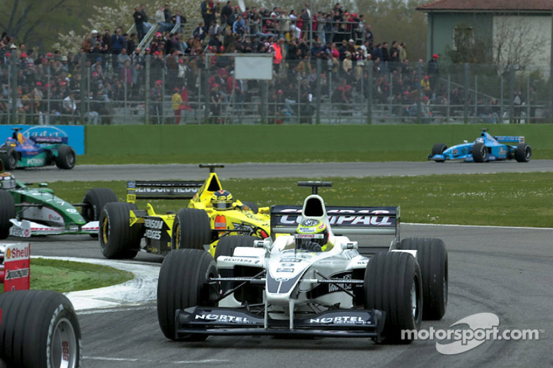Ralf Schumacher, Williams, leads Heinz-Harald Frentzen, Jordan
