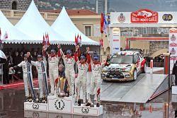 Podium: 1er Sébastien Loeb et Daniel Elena, Citroën Total Abu Dhabi World Rally Team, 2e Sébastien Ogier et Julien Ingrassia, Volkswagen Motorsport, 3e Daniel Sordo et Carlos del Barrio, Citroën Total Abu Dhabi World Rally Team