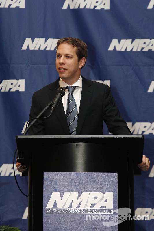 Brad Keselowski, Penske Racing Ford, na cerimônia de premiação Motorsports National Press Association