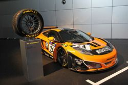 A McLaren MP4-12C com pneus Pirelli