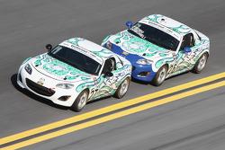 #27 Freedom Autosport Mazda MX-5: Rhett O'Doski, Derek Whitis e #26 Freedom Autosport Mazda MX-5: An
