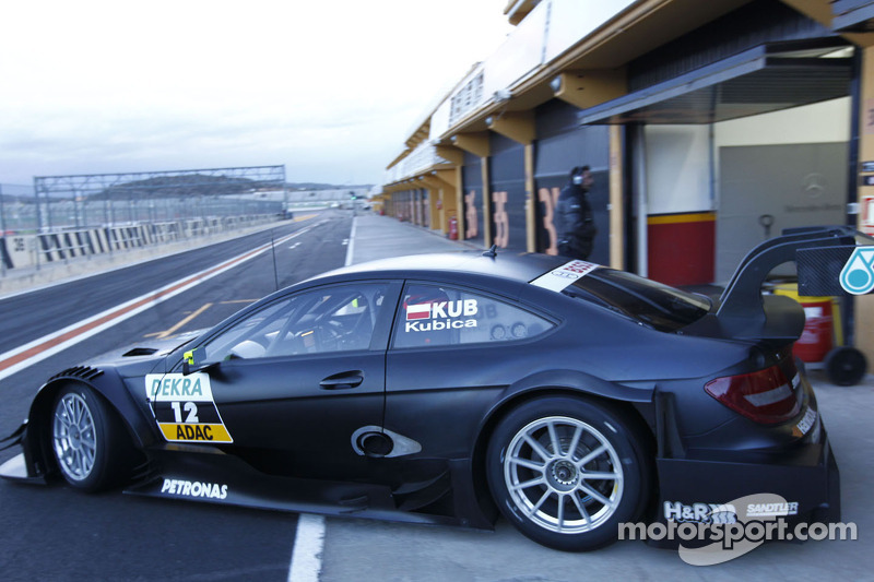 Robert Kubica tests the Mercedes DTM