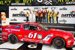 GS podio: grande vencedores da classe Billy Johnson e Jack Roush Jr.,segundo colocado Nick Longhi e
