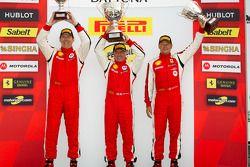 Trofeo Pirelli pódio: vencedor John Farano