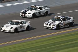 #89 Ranger Sports Racing Porsche 997: Barry Ellis, Frank Rossi, Fraser Wellon e #78 Racers Edge Moto
