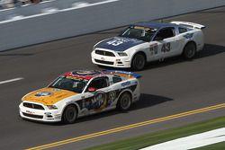 #59 MoonPie Racing Ford Mustang GT: Dean Martin, Roddey Sterling en #43 BTE Sport Mustang Boss 302R