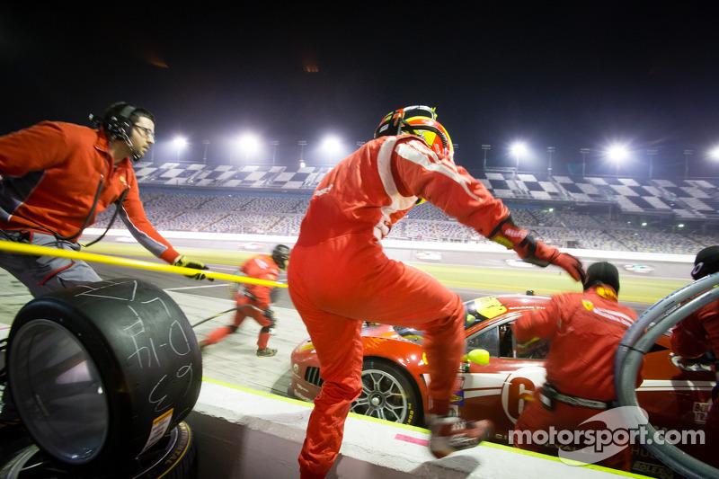 Pit stop for #63 Scuderia Corsa Ferrari 458: Alessandro Balzan, Marco Frezza, Alessandro Pier Guidi, Olivier Beretta