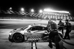 Pitstop voor #52 Audi Sport Customer Racing/APR Motorsport Audi R8 Grand-Am: Frank Stippler, Marc Basseng, Ian Baas, René Rast