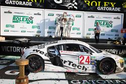 GT podium: Klasse-winnaars Filipe Albuquerque, Oliver Jarvis, Edoardo Mortara, Dion von Moltke