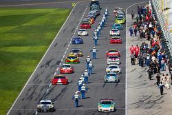 Carros da GT encabeçam a pista