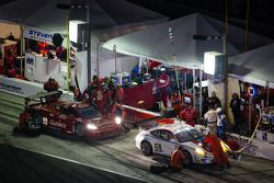 #59 Brumos Racing Porsche GT3: Andrew Davis, Leh Keen, Marc Lieb, Bryan Sellers et #99 GAINSCO/Bob Stallings Racing Corvette DP: Jon Fogarty, Alex Gurney, Memo Gidley, Darren Law