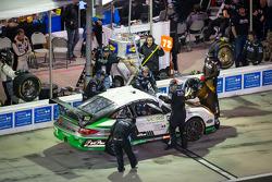 Pit stop #72 Park Place Motorsports Porsche GT3: Chuck Cole, Grant Phipps, Mike Vess, Mike Skeen, Je