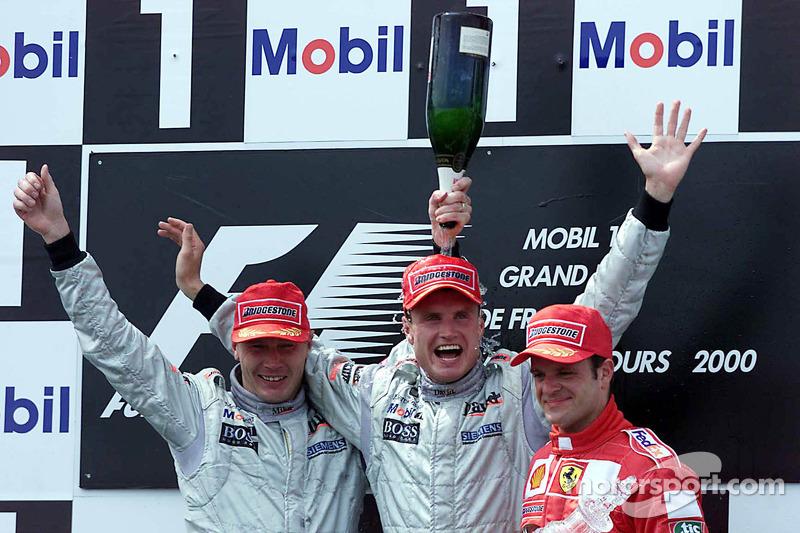 Podio: ganador de la carrera David Coulthard, segundo lugar Mika Hakkinenm y el tercer lugar Rubens Barrichello