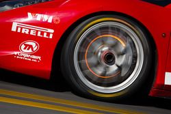 Disco incandescente de freio no #87 Ferrari de San Diego Ferrari 458: Rich Baek