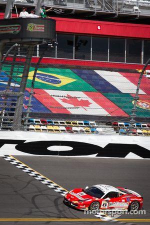 #8 Ferrari of Fort Lauderdale Ferrari 458 recebe a bandeirada