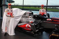 Sergio Perez, McLaren ve takım arkadaşı Jenson Button, McLaren unveil yeni McLaren MP4-28
