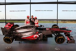 Jenson Button, McLaren ve Martin Whitmarsh, McLaren Şef Sorumlusu ve Sergio Perez, McLaren ve yeni M