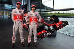 Jenson Button, McLaren ve takım arkadaşı Sergio Perez, McLaren ve yeni McLaren MP4-28