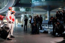 Sergio Perez, McLaren ve takım arkadaşı Jenson Button, McLaren unveil yeni McLaren MP4-29