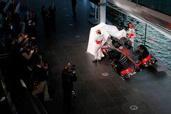 Sergio Perez, McLaren ve takım arkadaşı Jenson Button, McLaren unveil yeni McLaren MP4-31