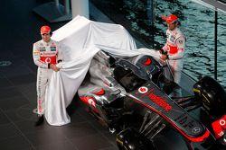 Sergio Perez, McLaren ve takım arkadaşı Jenson Button, McLaren unveil yeni McLaren MP4-32