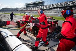 Pit stop #69 AIM AutoSport Team FXDD com Ferrari Ferrari 458: Emil Assentato, Anthony Lazzaro, Nick