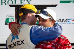 Vencedores na DP: Juan Pablo Montoya e Memo Rojas comemoram