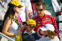 Juan Pablo Montoya com a esposa Connie e crianças