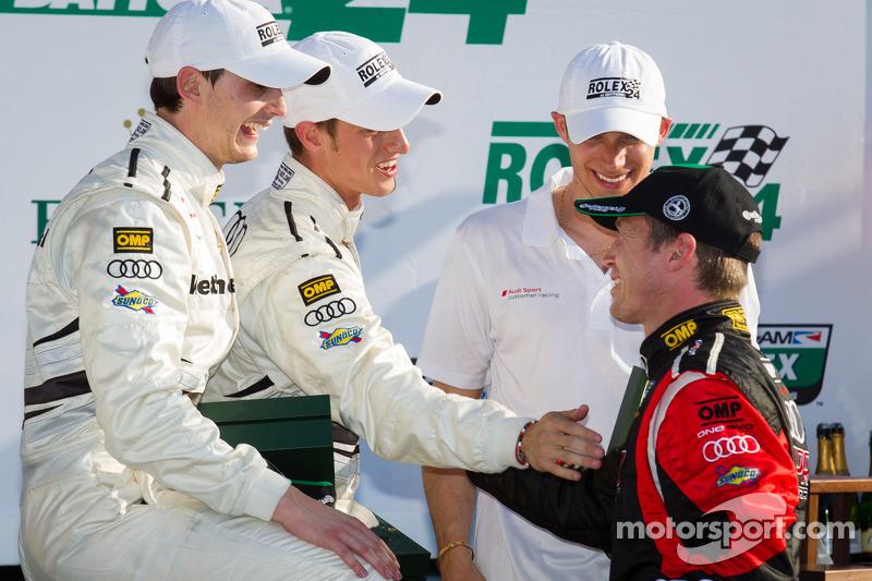 GT victory lane: Klasse-winnaars Oliver Jarvis, Edoardo Mortara, Dion von Moltke vieren het resultaa