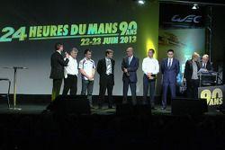 Vertegenwoordigers van Toyota Racing en Audi Motorsport op het podium