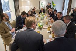 Dignitaries meet for lunch