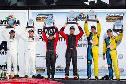GS podio: grande vencedores da classe Billy Johnson e Jack Roush Jr.,segundo colocado Nick Longhi e