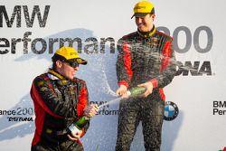 GS podio: champanhe para Billy Johnson e Jack Roush Jr.