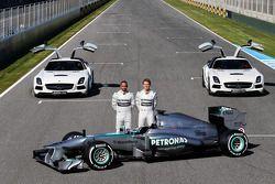 Lewis Hamilton y Nico Rosberg presentan el Mercedes AMG W04