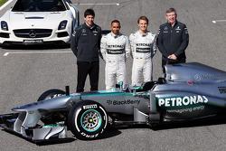 Toto Wolff, Mercedes AMG F1 Teilhaber und Geschäftsführer; Lewis Hamilton, Mercedes AMG F1 und Teamk