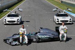 Lewis Hamilton, Mercedes AMG F1 y su compañero Nico Rosberg, de Mercedes AMG F1 presentará los nuevo
