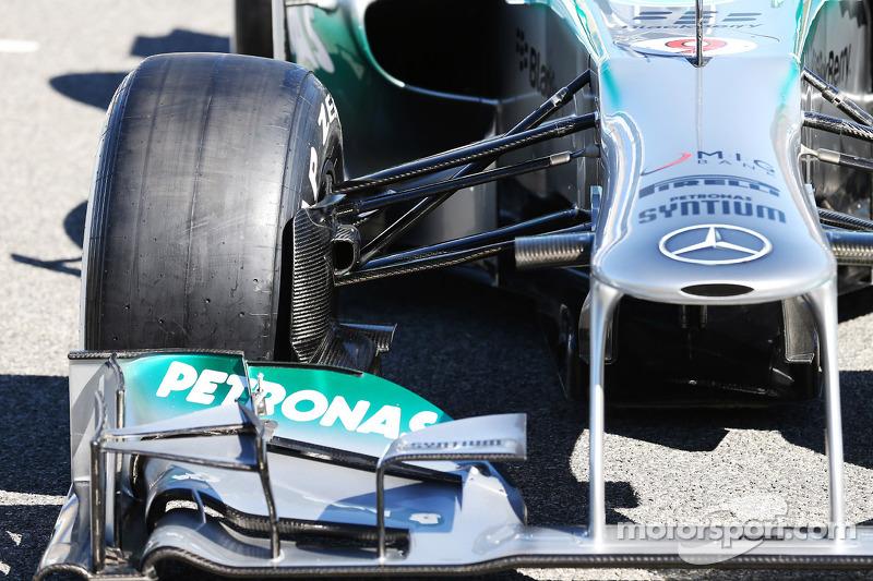 Передня підвіска Mercedes AMG F1 W04