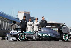 Toto Wolff, Mercedes AMG F1 accionista y Director Ejecutivo; Lewis Hamilton, Mercedes AMG F1 y compa