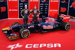 Jean-Eric Vergne und Daniel Ricciardo enthüllen den Scuderia Toro Rosso STR8