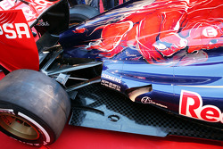 Scuderia Toro Rosso STR8 exhaust and rear suspension detail