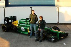 Giedo van der Garde, Caterham F1 Team ve takım arkadaşı Charles Pic, Caterham unveil yeni Caterham C