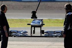Williams mechanics hold a yeni ön kanat