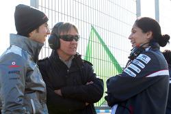 Sergio Pérez, McLaren, Adrián Fernández y Monisha Kaltenborn, directora de Sauber Team