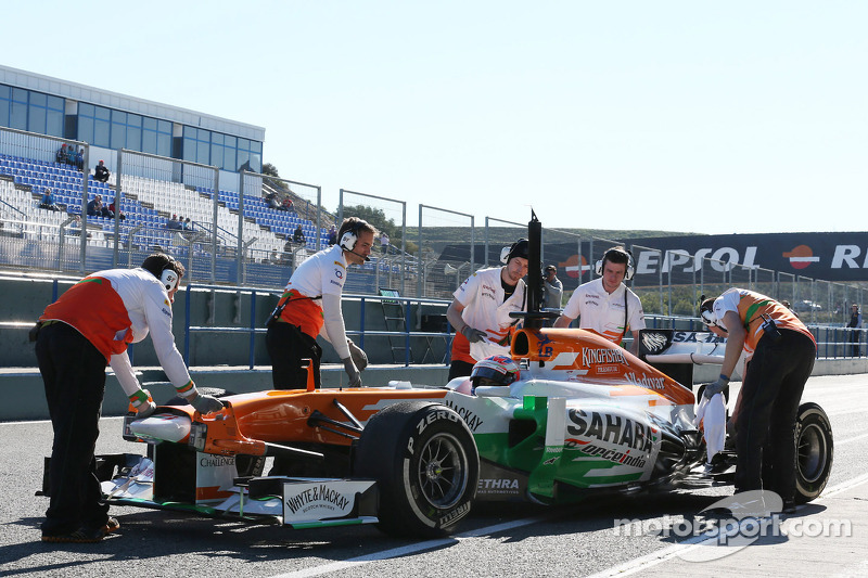 Paul di Resta, Sahara Force India VJM06 in the pits
